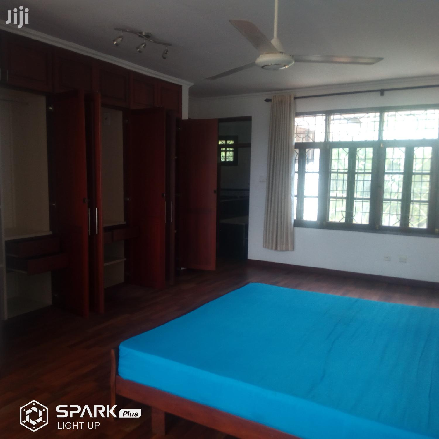 Archive: 4bdrm Villa To Let In Oyster Bay