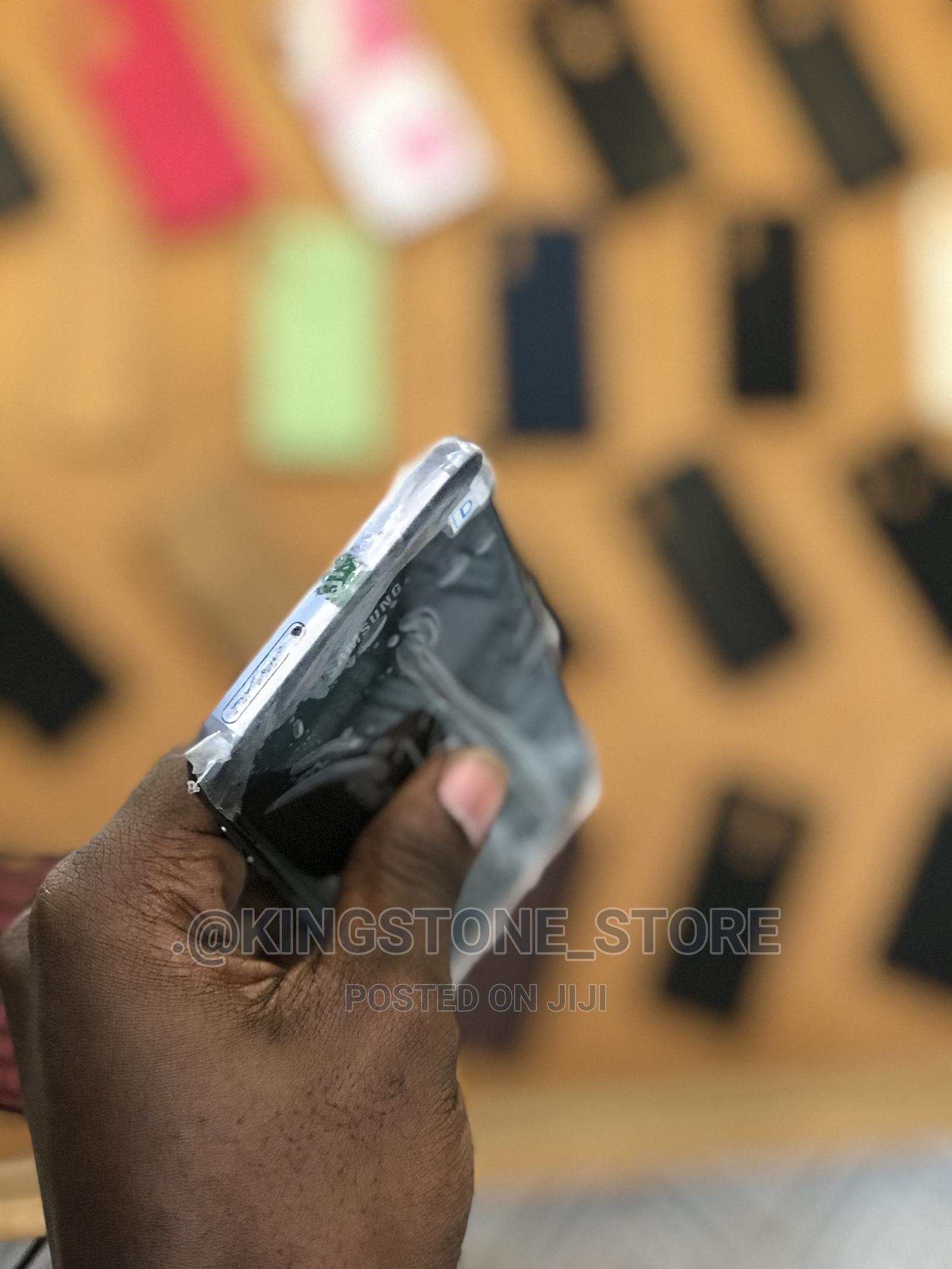 Archive: Samsung Galaxy S7 edge 32 GB Black