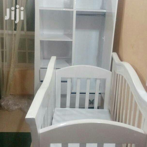 Baby's Bed of 0 to 3 Yrs Old and Kabati