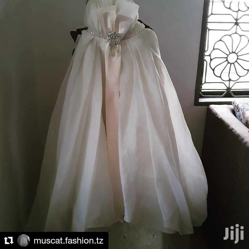 Archive: Pretty Wedding Dress (Rental)