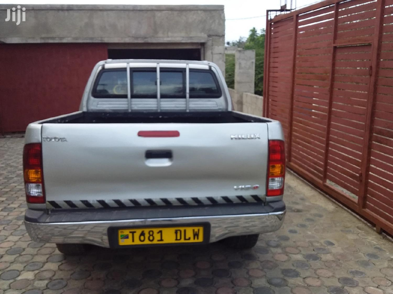 Toyota Hilux 2009 2.7 VVT-i 4X4 SRX Silver | Cars for sale in Kinondoni, Dar es Salaam, Tanzania