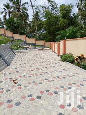 Ina Vyumba2,Master,Sebule,Jiko,Public Toilet Na Parking | Houses & Apartments For Rent for sale in Dar es Salaam, Kinondoni