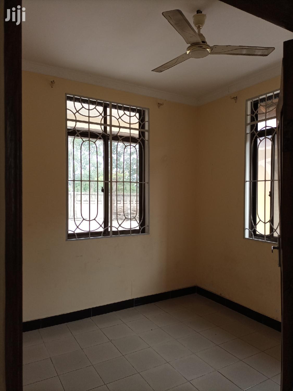 Ina Vyumba3,Sebule,Jiko,Master,Public Toilet Na Car Parking | Houses & Apartments For Rent for sale in Kinondoni, Dar es Salaam, Tanzania