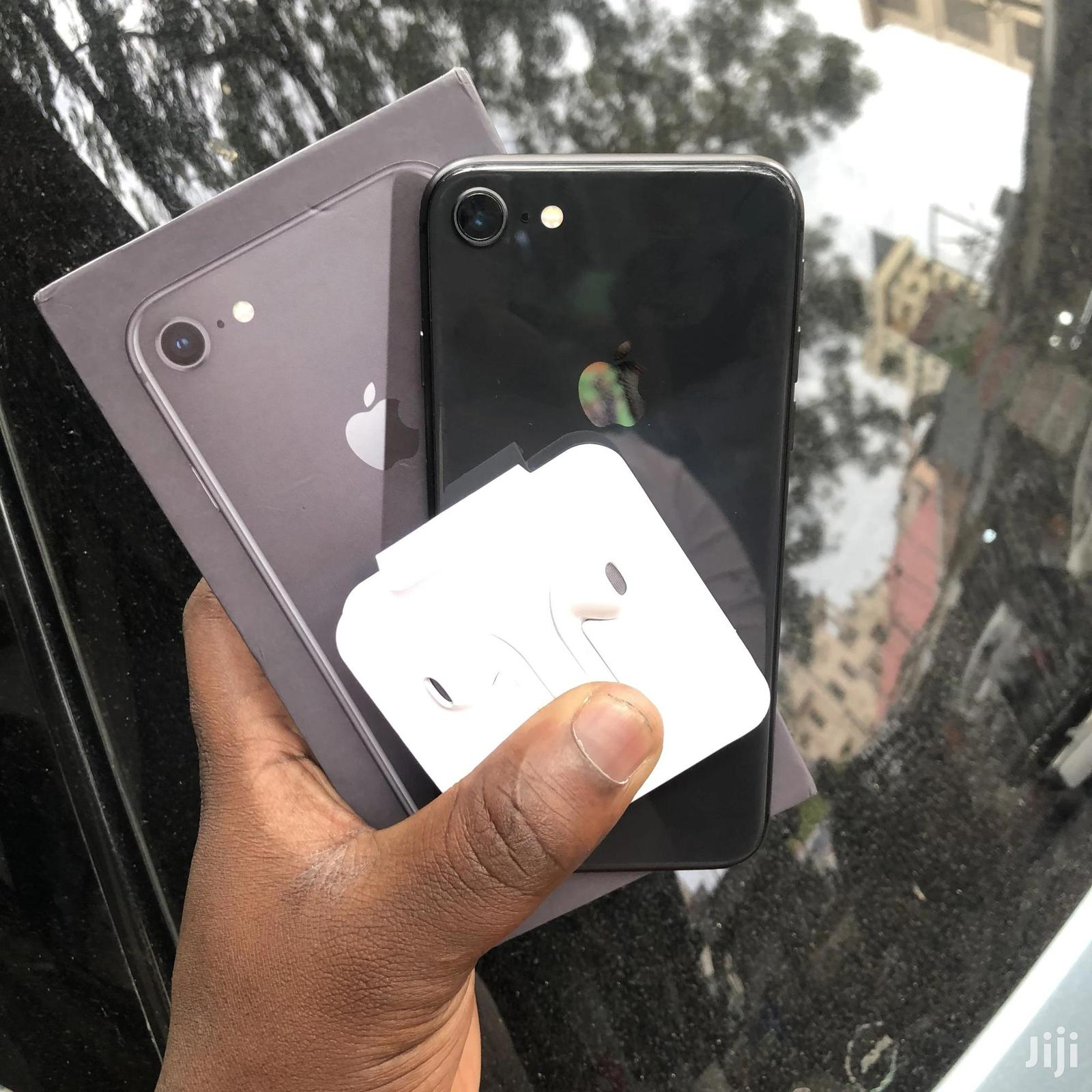 Archive: New Apple iPhone 8 64 GB Black