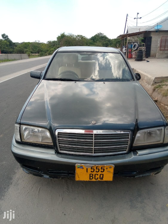 Mercedes-Benz C200 2001 Black