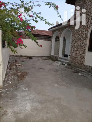 Vyumba 3, Master Na Public Toilet Ndani,Sebule Na Jiko | Houses & Apartments For Rent for sale in Dar es Salaam, Kinondoni