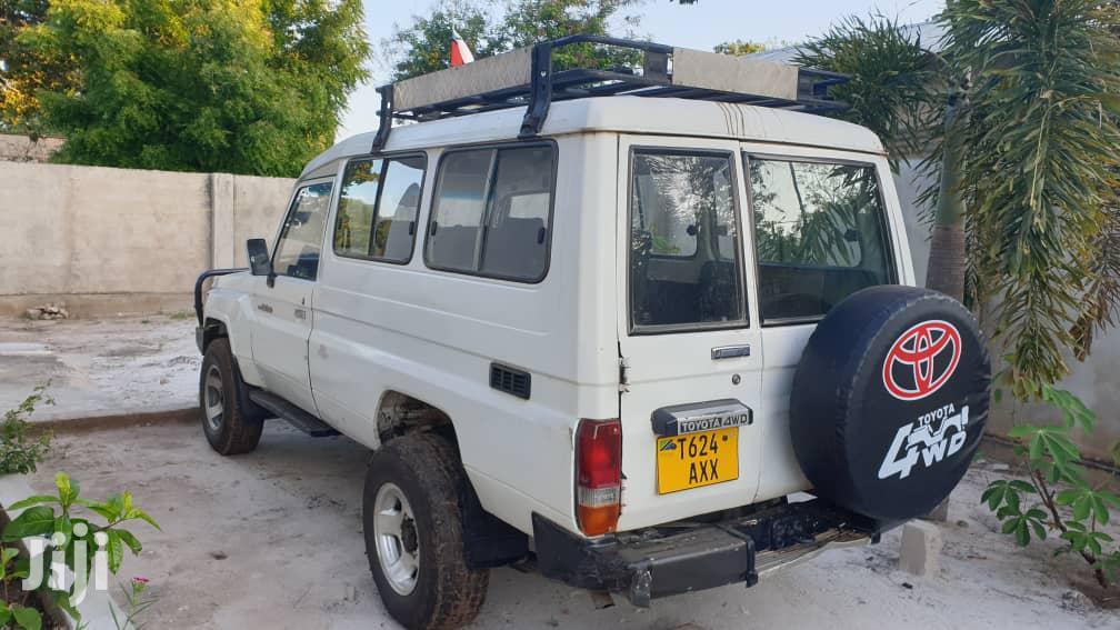 Archive: Toyota Land Cruiser 2003 White