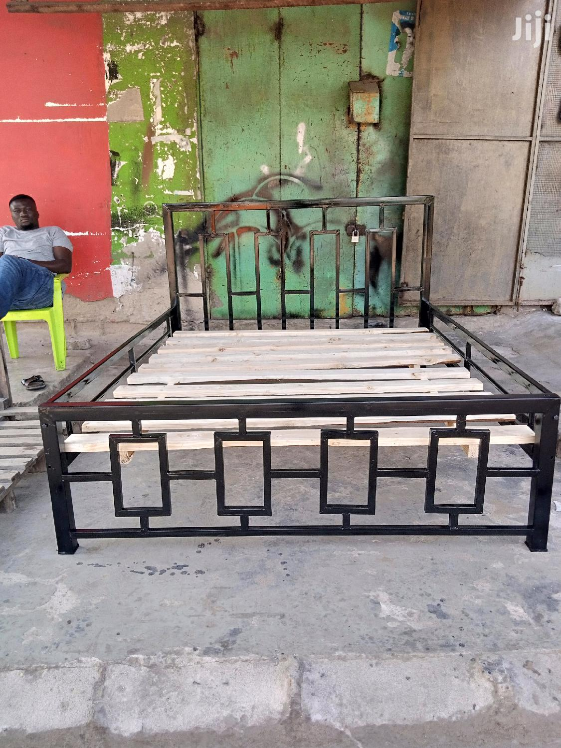 Archive: Metal Bed 5×6
