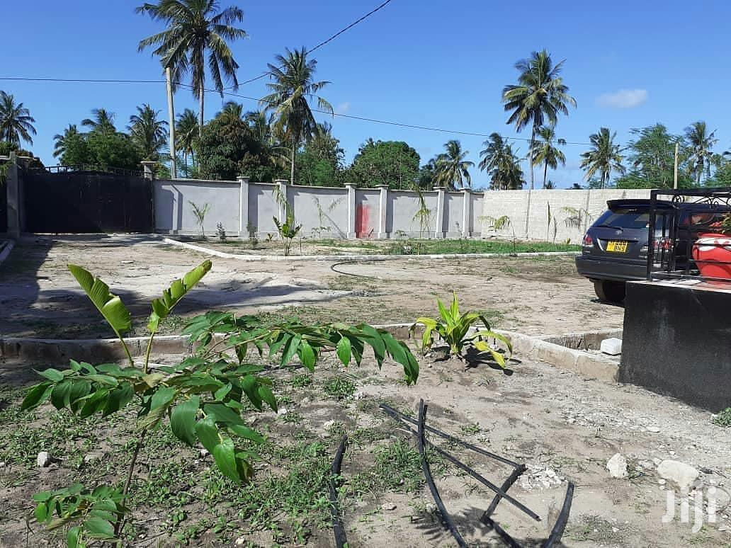 Big Plot for Sale in Oysterby Sqm 6000 Title Deed Available.