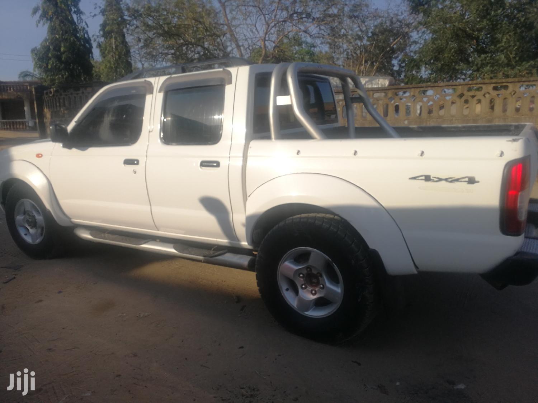 Archive: Nissan Hardbody 2005 White