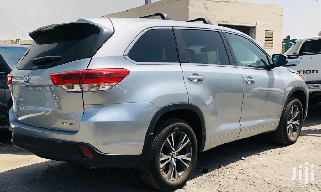 Archive: Toyota Kluger 2017 Silver