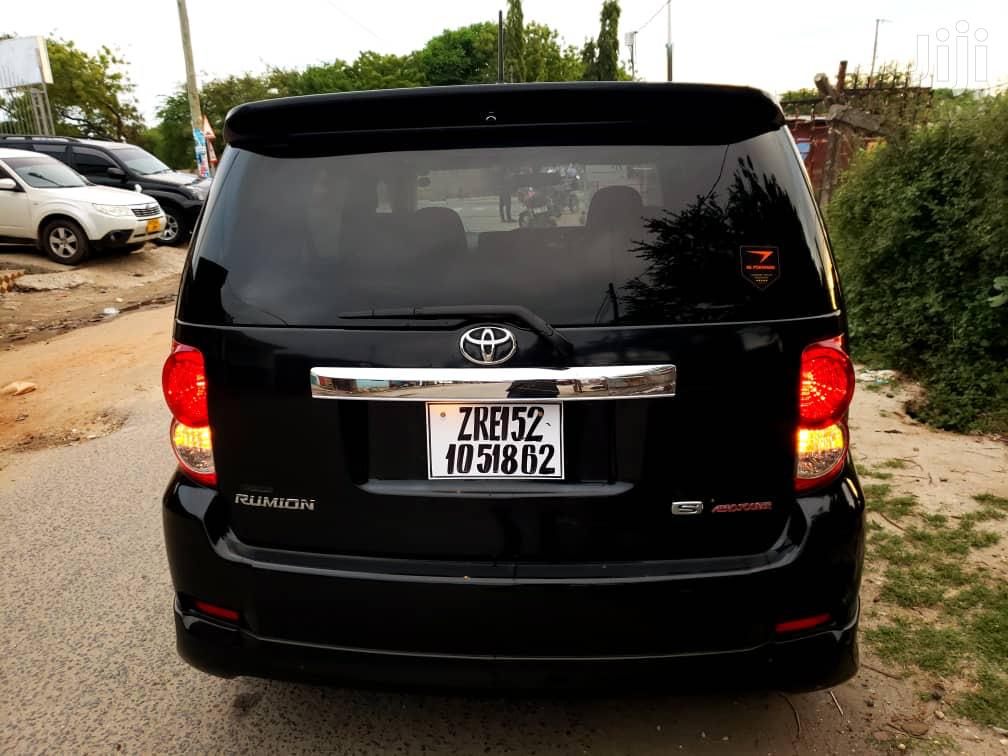 Archive: Toyota Corolla Rumion 2009 Hatchback 1.5 FWD Black
