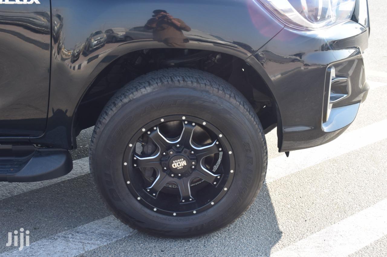 Archive: New Toyota Hilux 4X4 2017 Black