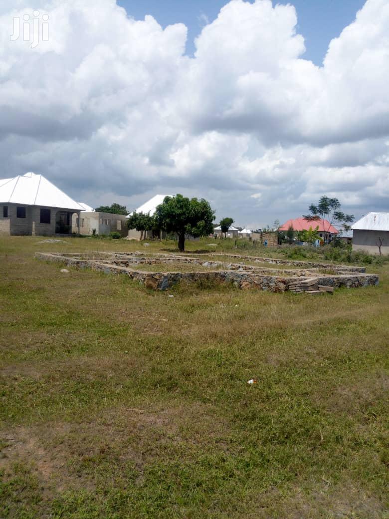 Archive: Kiwanja Na Msingi Wake Kinauzwa
