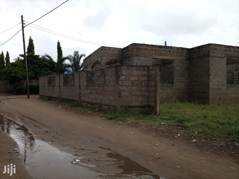 Boma Mbili Kwa Moja Linauzwa