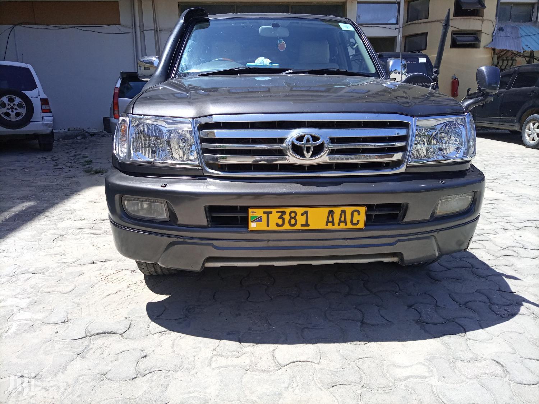 Archive: Toyota Land Cruiser 2002 Gray