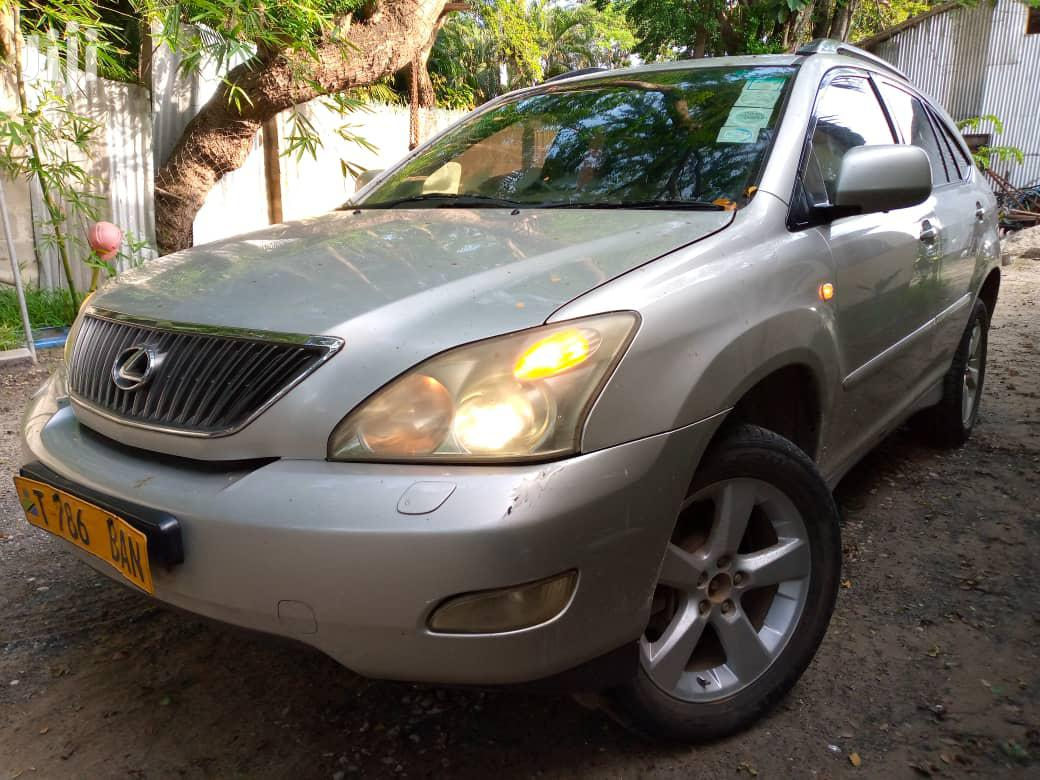Archive: Toyota Harrier 2004 Gold
