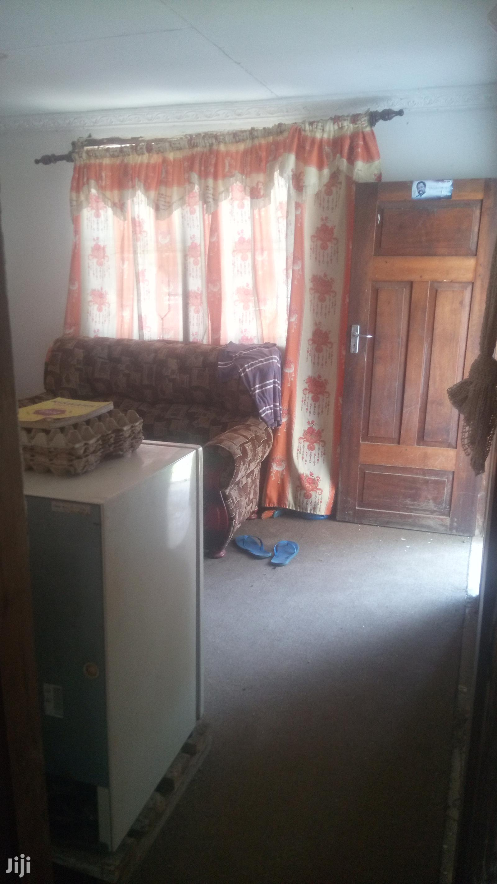 Archive: 1 Bedroom 1 Sitting Room House For Rent