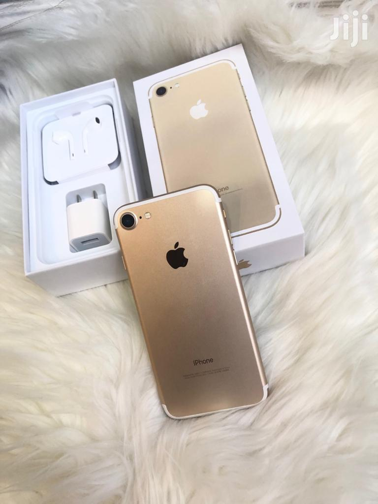 New Apple iPhone 7 32 GB Gold