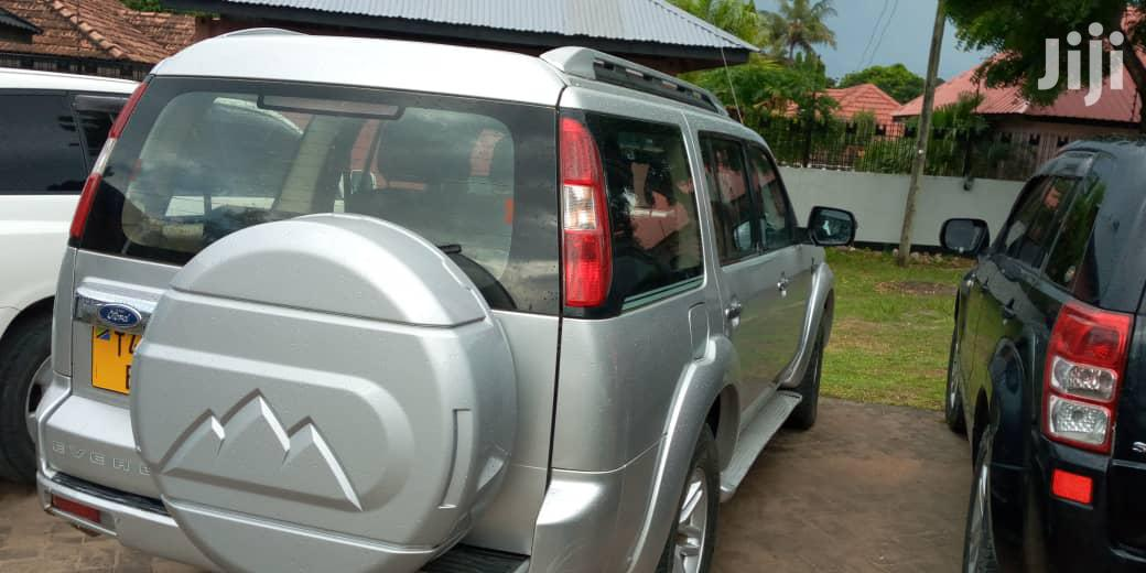 Archive: Ford Everest 2009 Silver