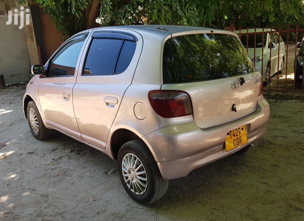 Archive: Toyota Vitz 2003 Pink