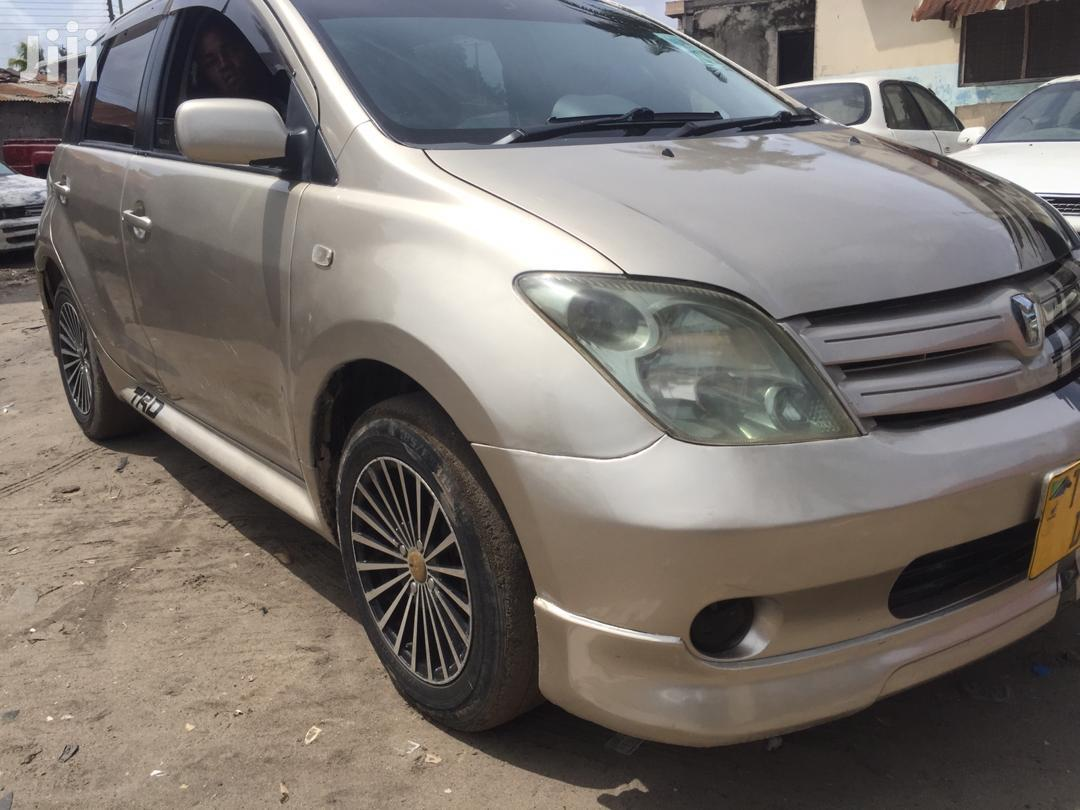 Archive: Toyota IST 2002 Gold