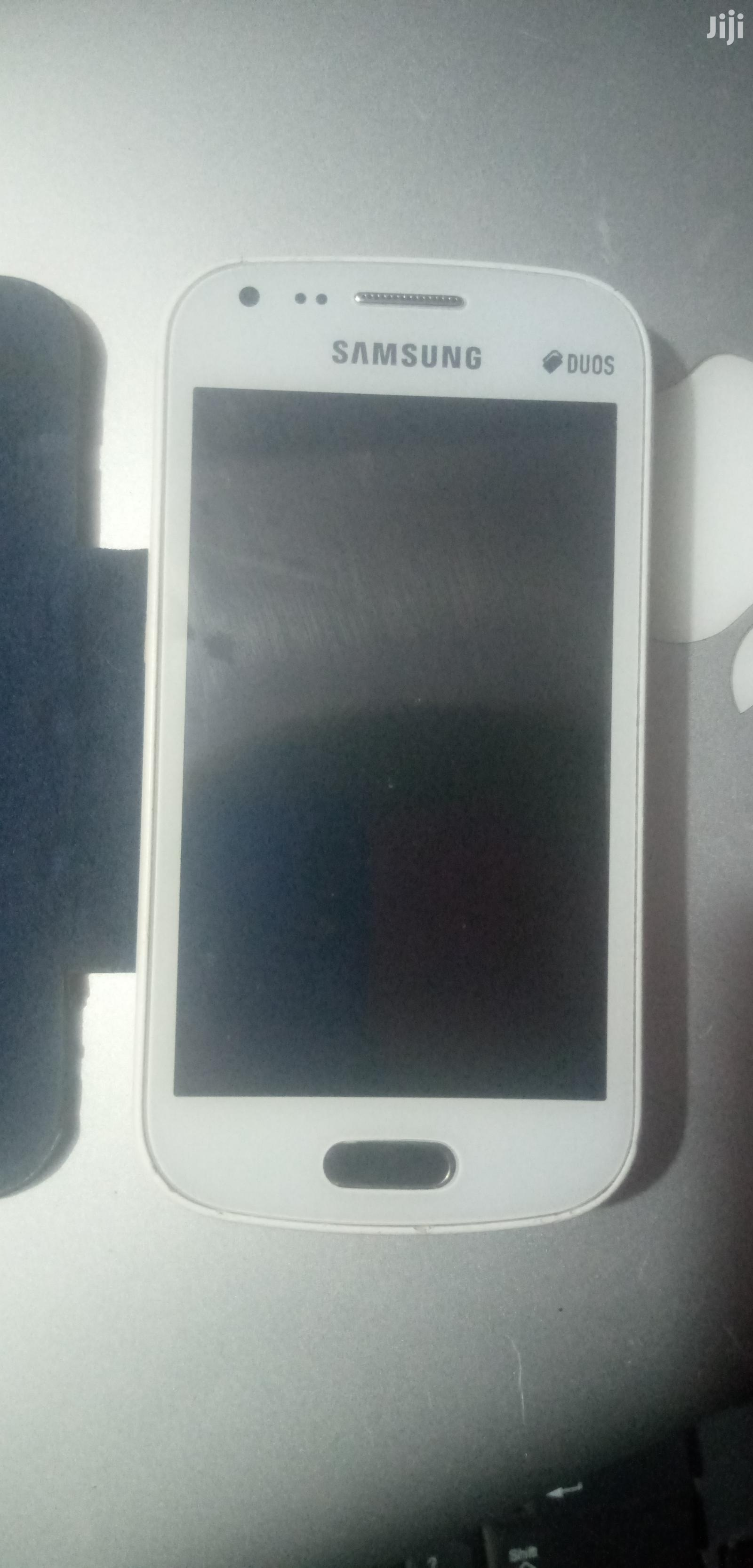 Archive: Samsung Galaxy S Duos S7562 4 GB White