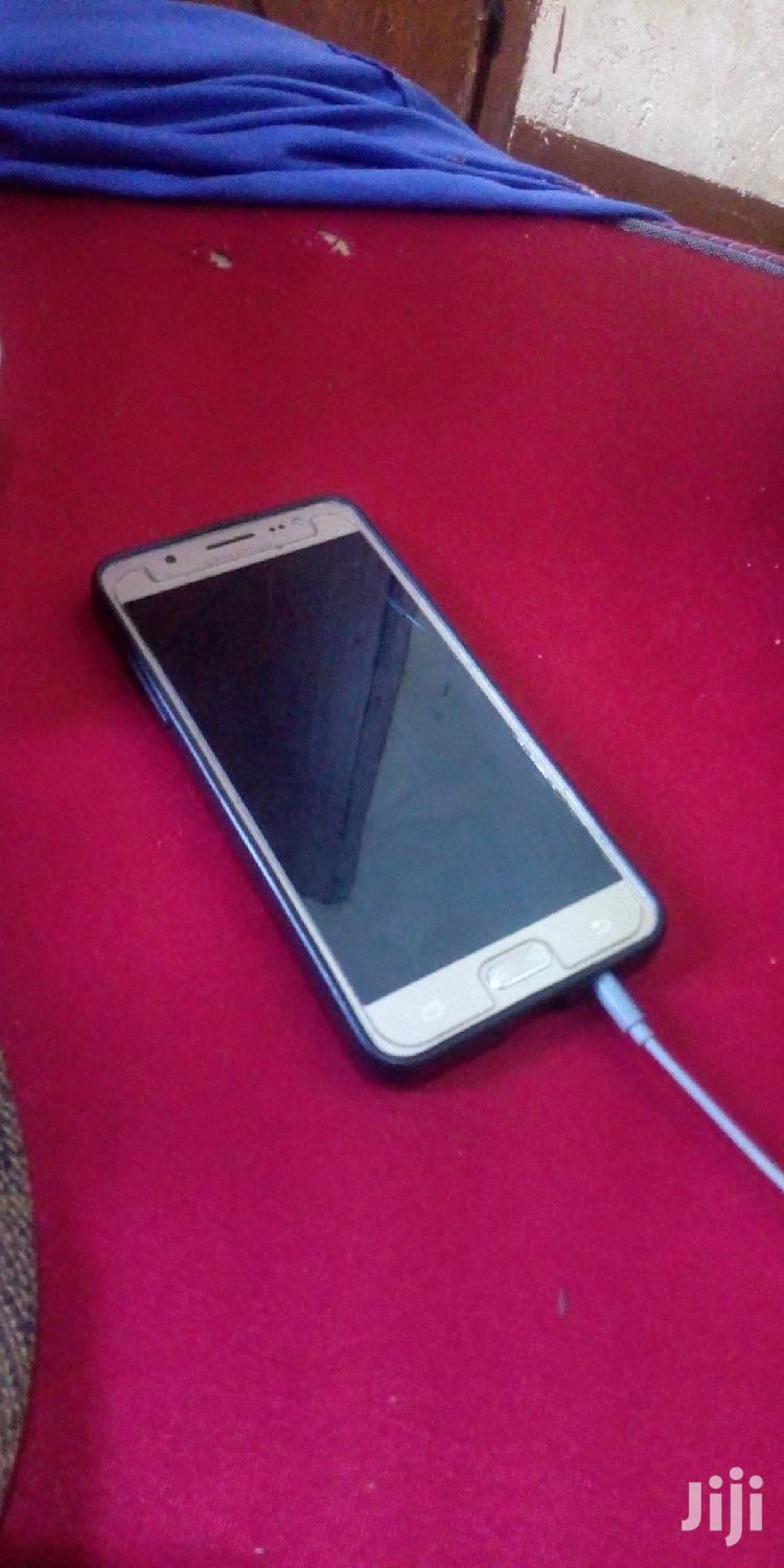 Archive: Samsung Galaxy J5 16 GB Gold