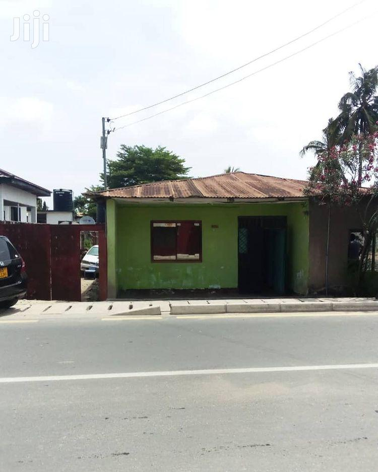 Plot With an Old House for Sale at Makumbusbo Bus Stand