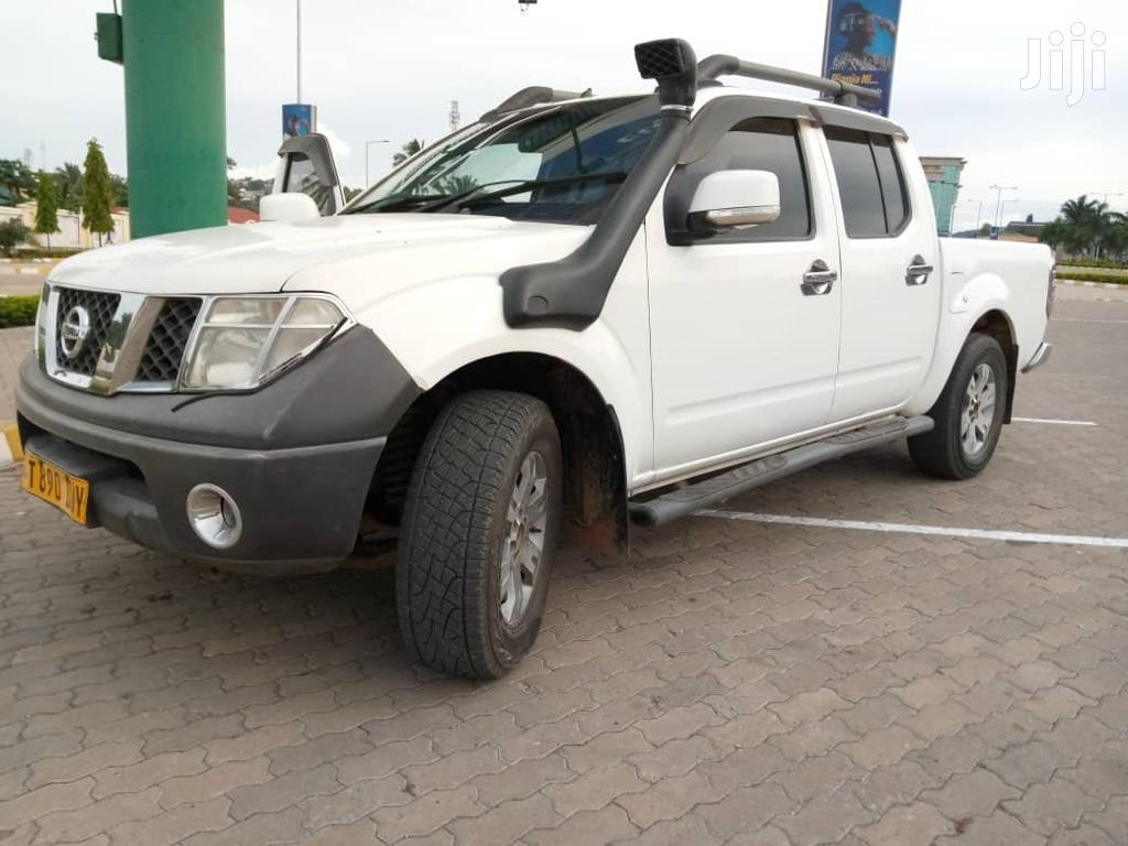 Archive: Nissan Navara 2010 2.5 dCi Automatic White