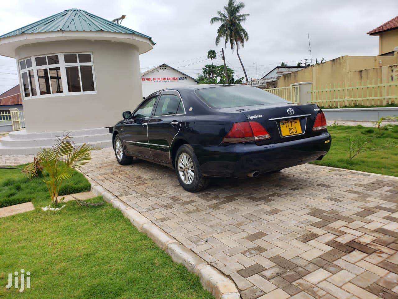 Archive: Toyota Crown 2005 Royale Blue