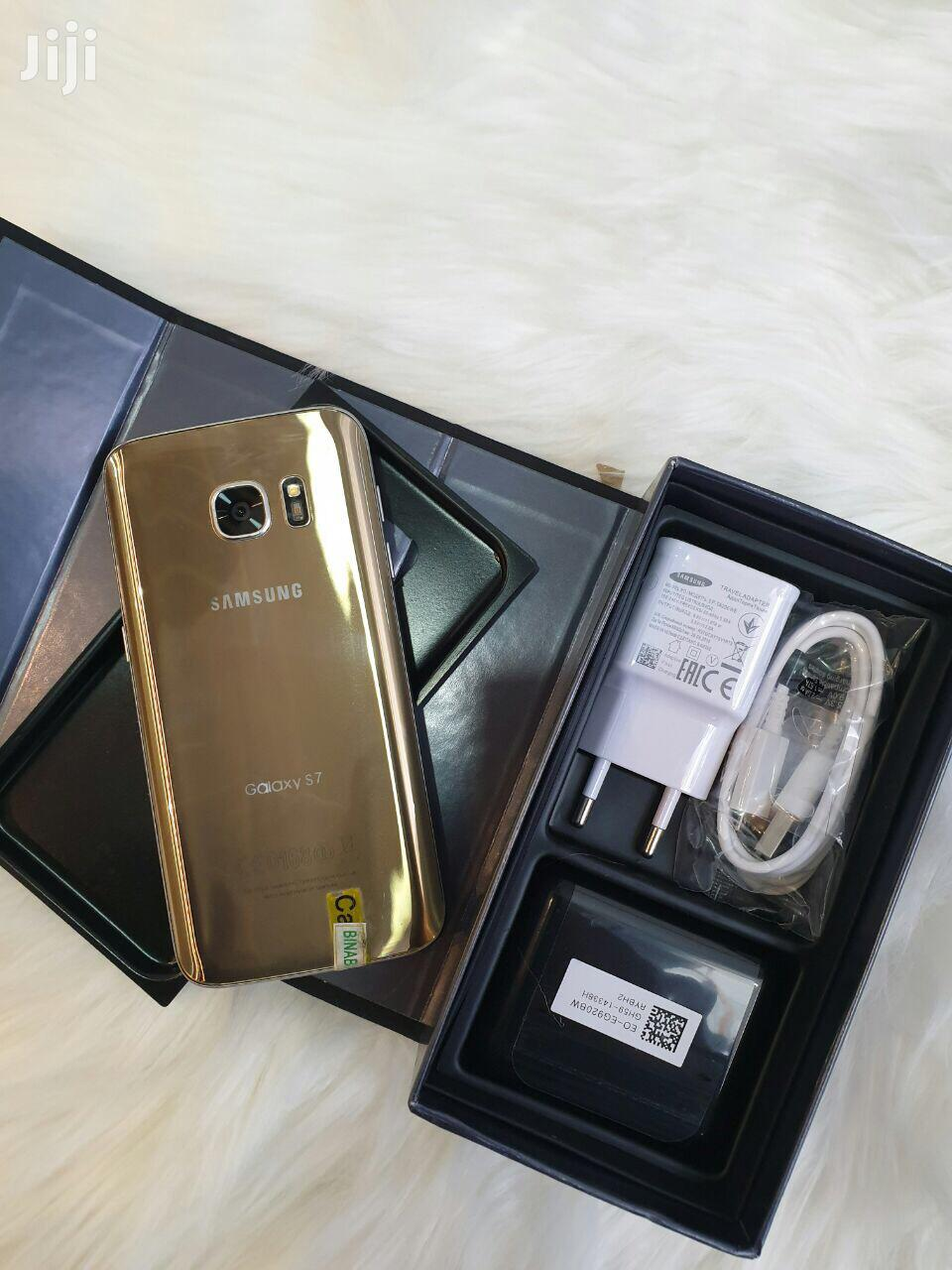 Archive: New Samsung Galaxy S7 32 GB Gold
