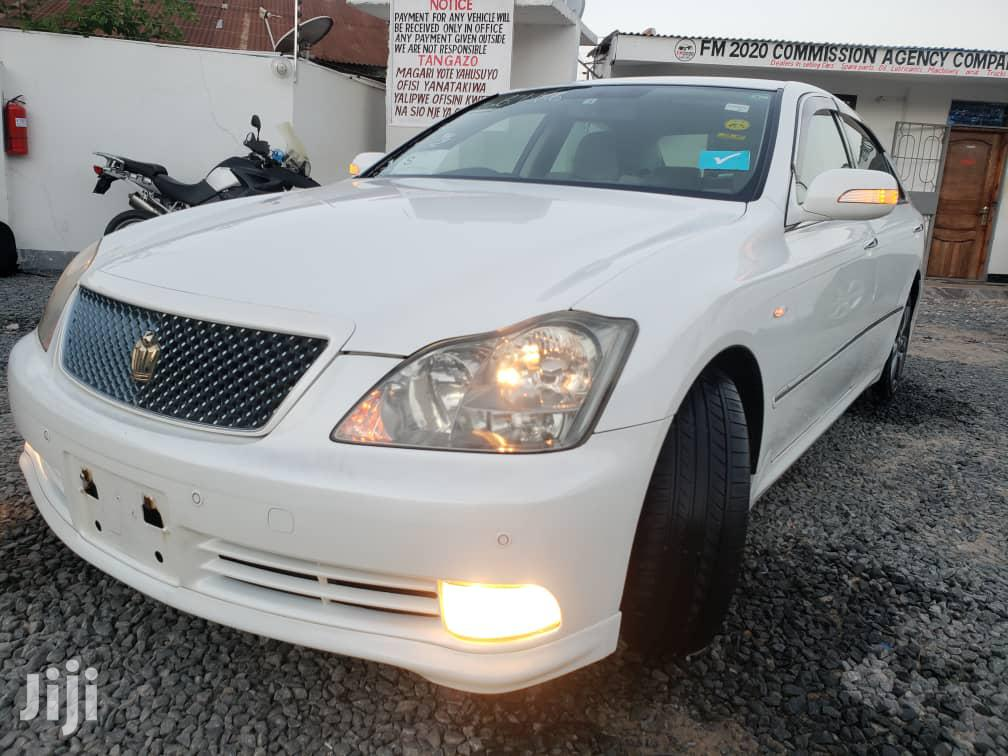 Archive: Toyota Crown 2005 White