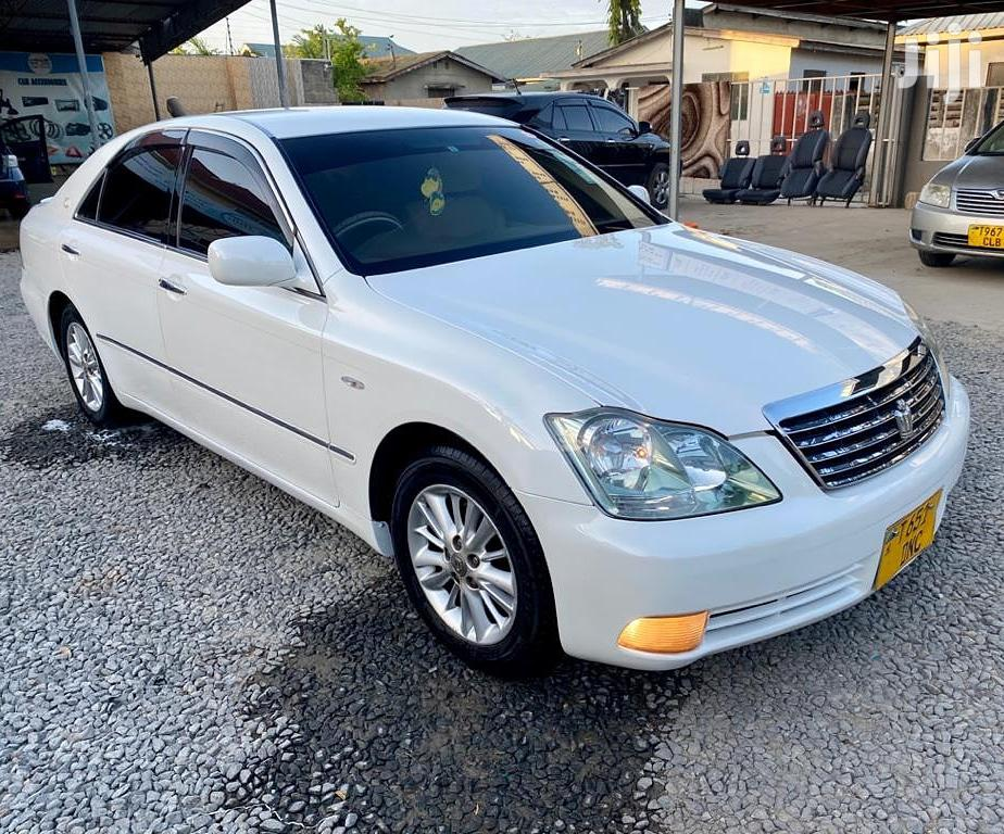 Archive: Toyota Crown 2005 Royale White