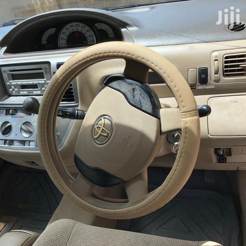 Archive: Toyota Raum 2004 Beige