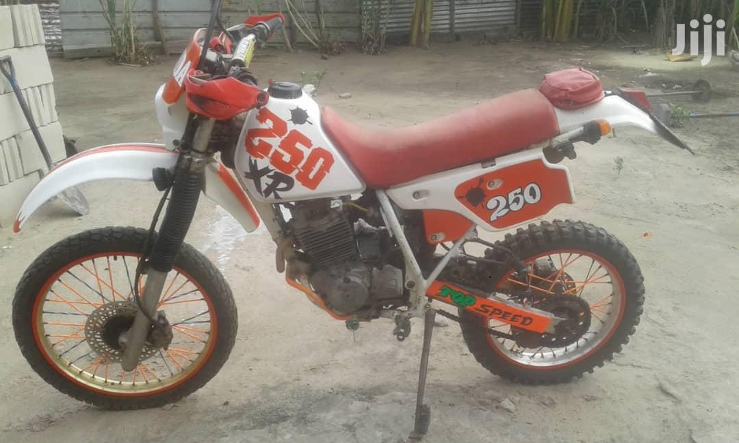 Archive: Honda 1995 Red