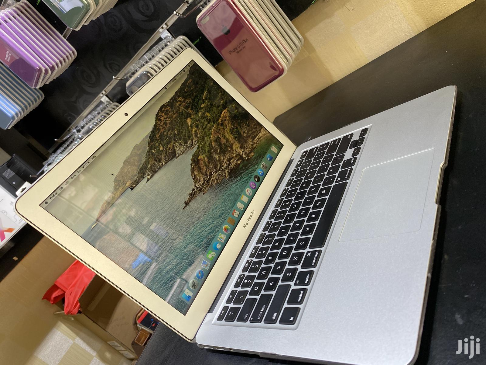 Archive: Laptop Apple MacBook Air 2017 8GB Intel Core I5 SSD 256GB