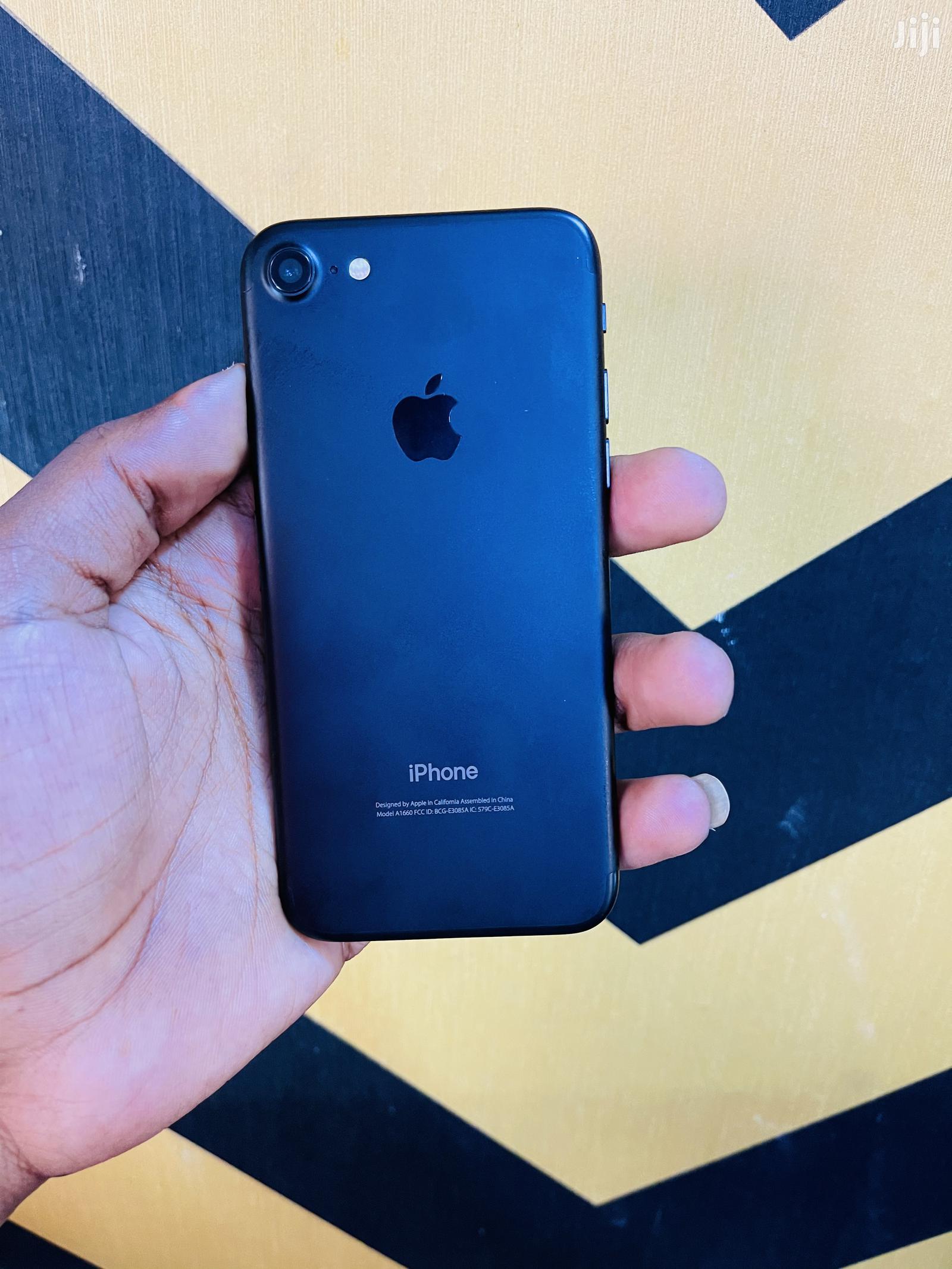 Archive: Apple iPhone 7 256 GB Black