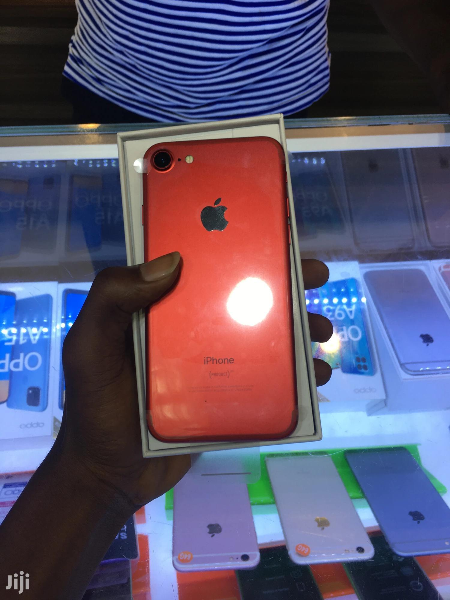 Archive: New Apple iPhone 7 32 GB Red