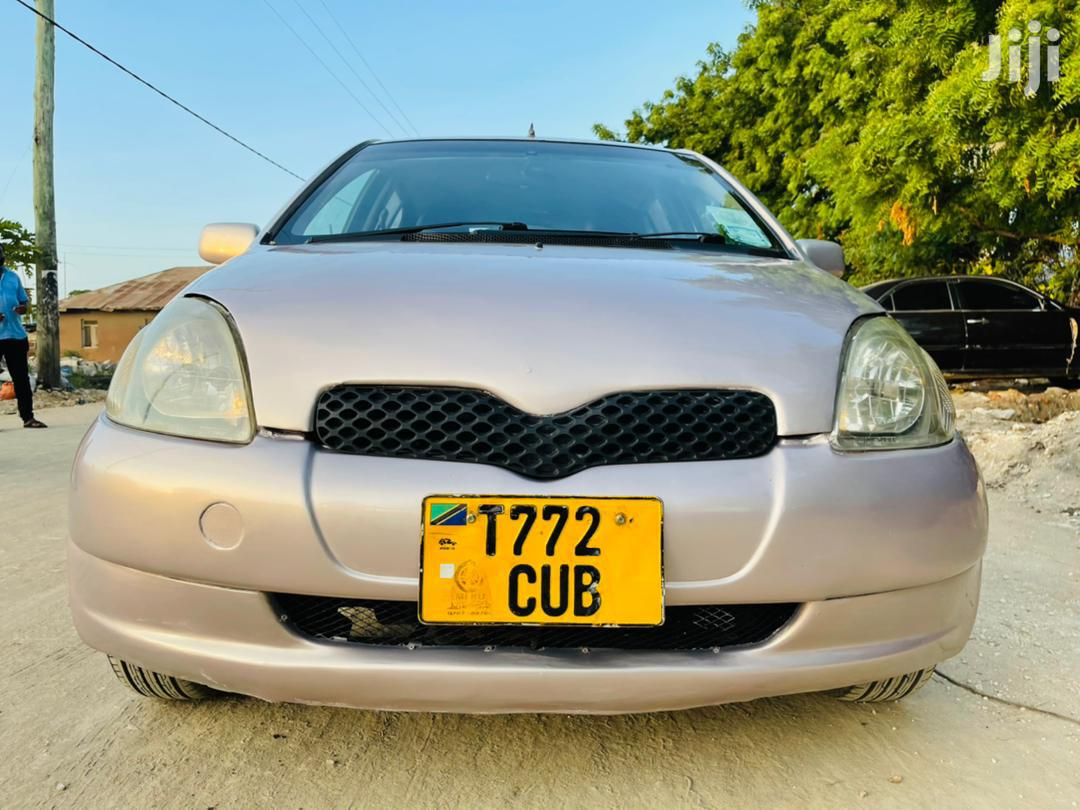Archive: Toyota Vitz 2002 Pink