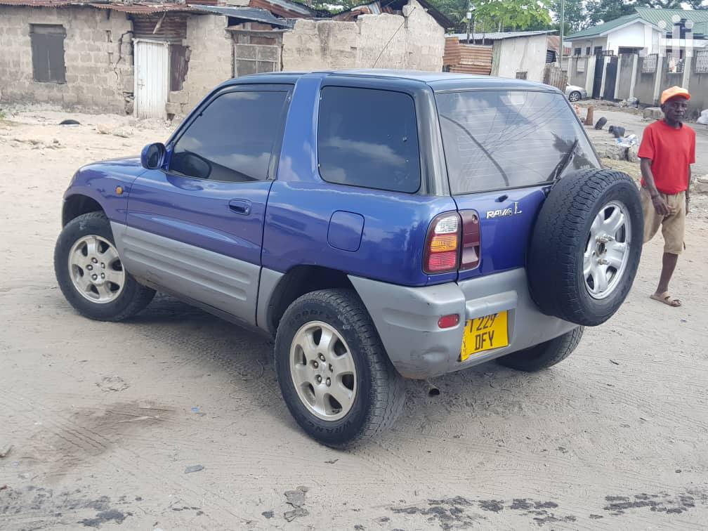 Archive: Toyota RAV4 1999 Base 4x4 Blue
