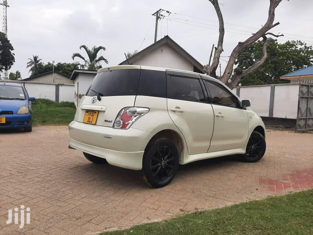 Archive: Toyota IST 2006 White