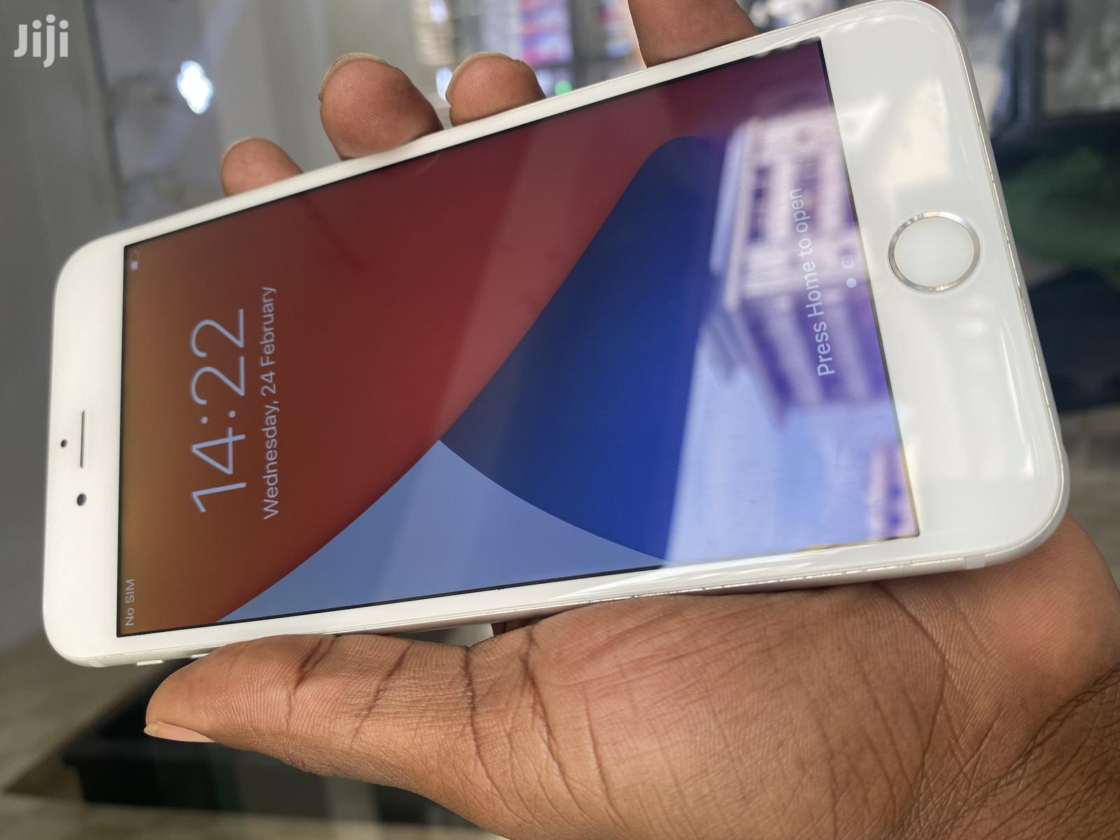 Archive: Apple iPhone 6s Plus 32 GB Silver