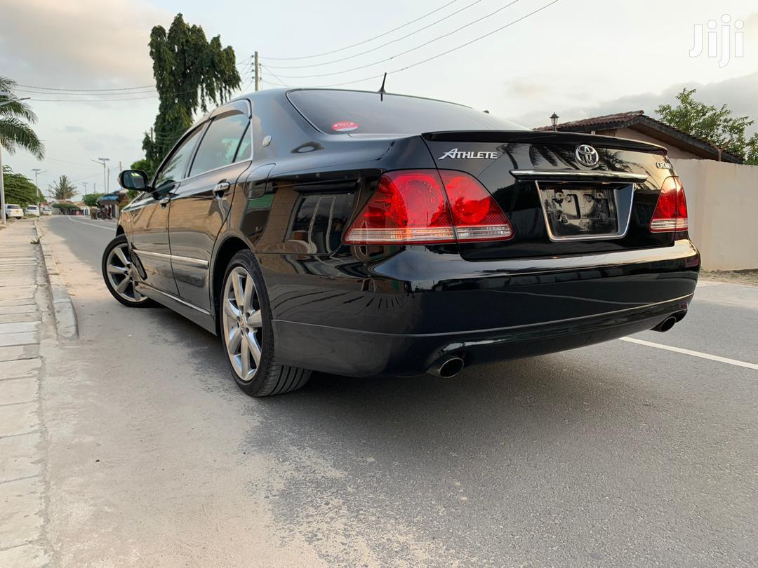 Archive: New Toyota Crown 2004 Black
