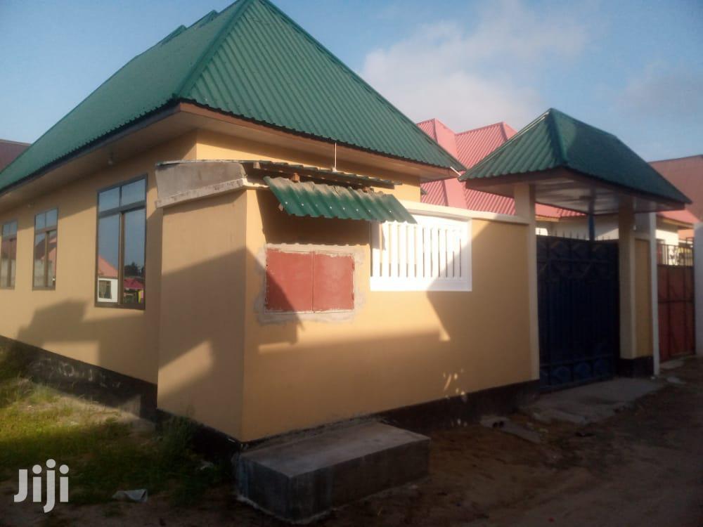3bedrooms Livingroom Kitchen Master Public Toilets
