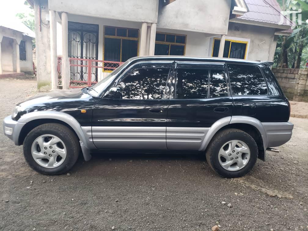 Archive: Toyota RAV4 1999 Base 4x4 Black