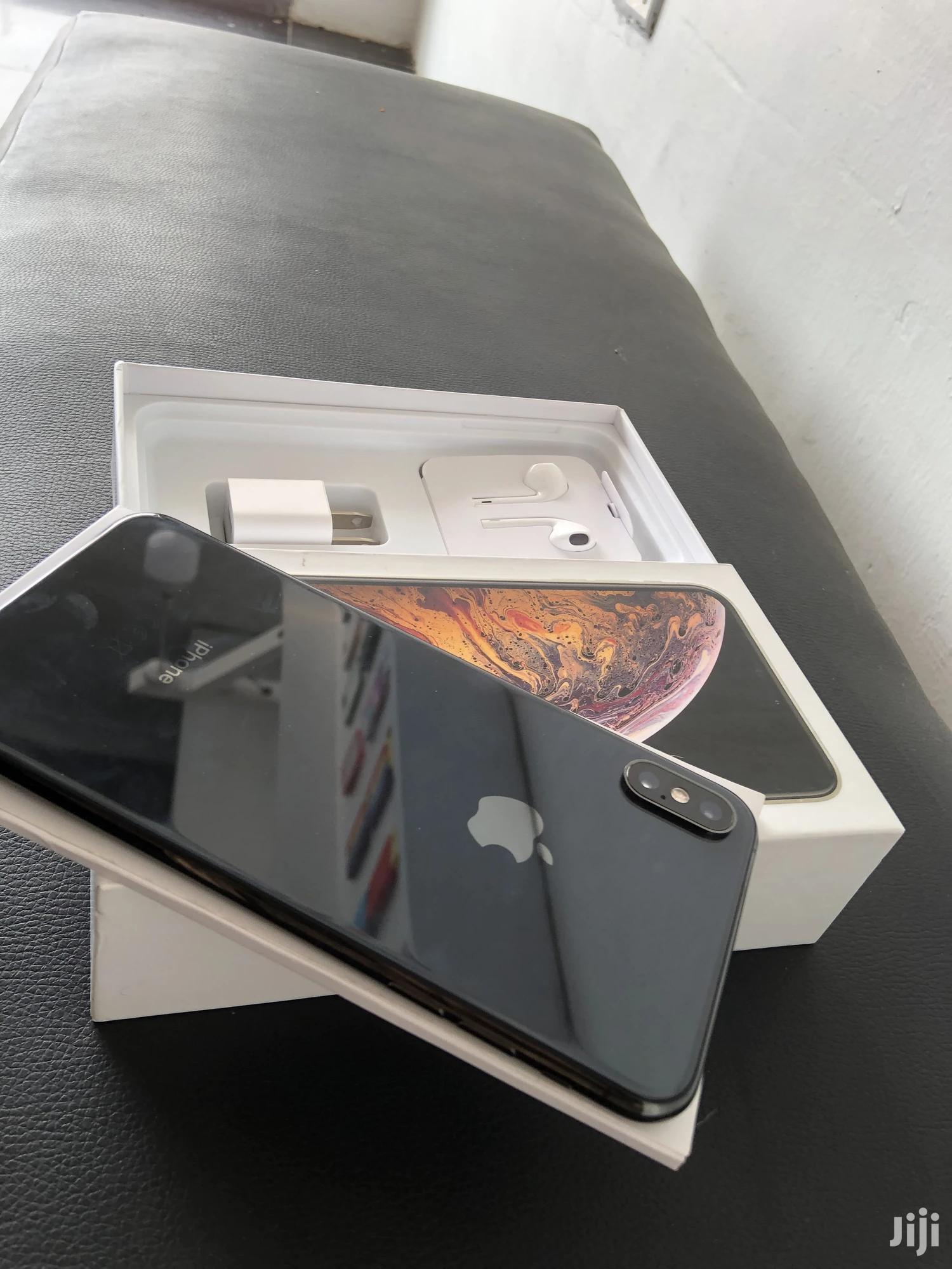 New Apple iPhone XS Max 64 GB Black
