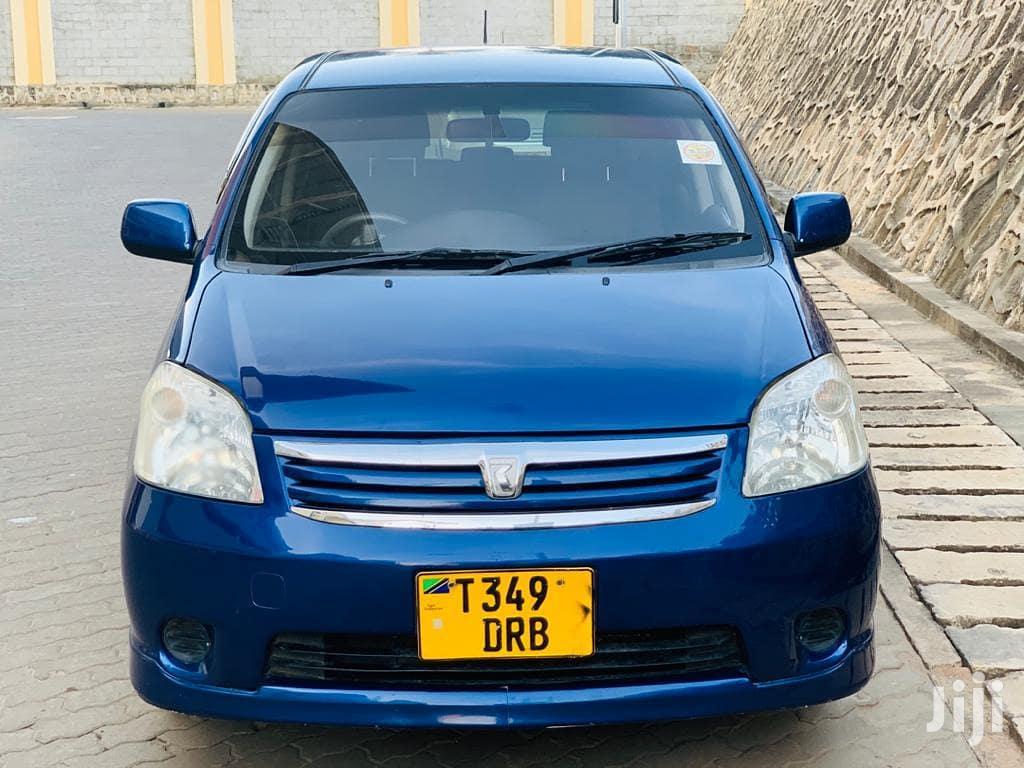 Archive: Toyota Raum 2002 Blue
