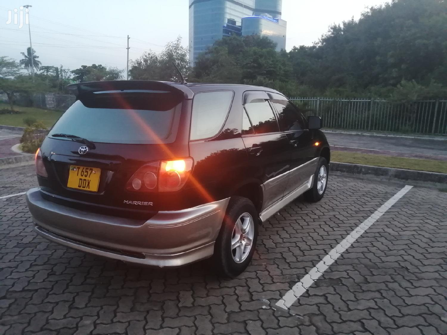 Archive: Toyota Harrier 2001 Black