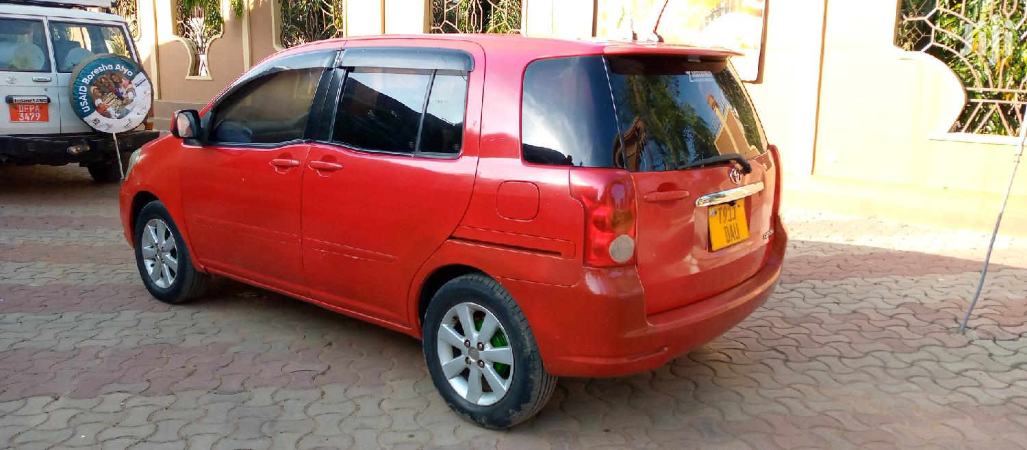 Archive: Toyota Raum 2004 Red